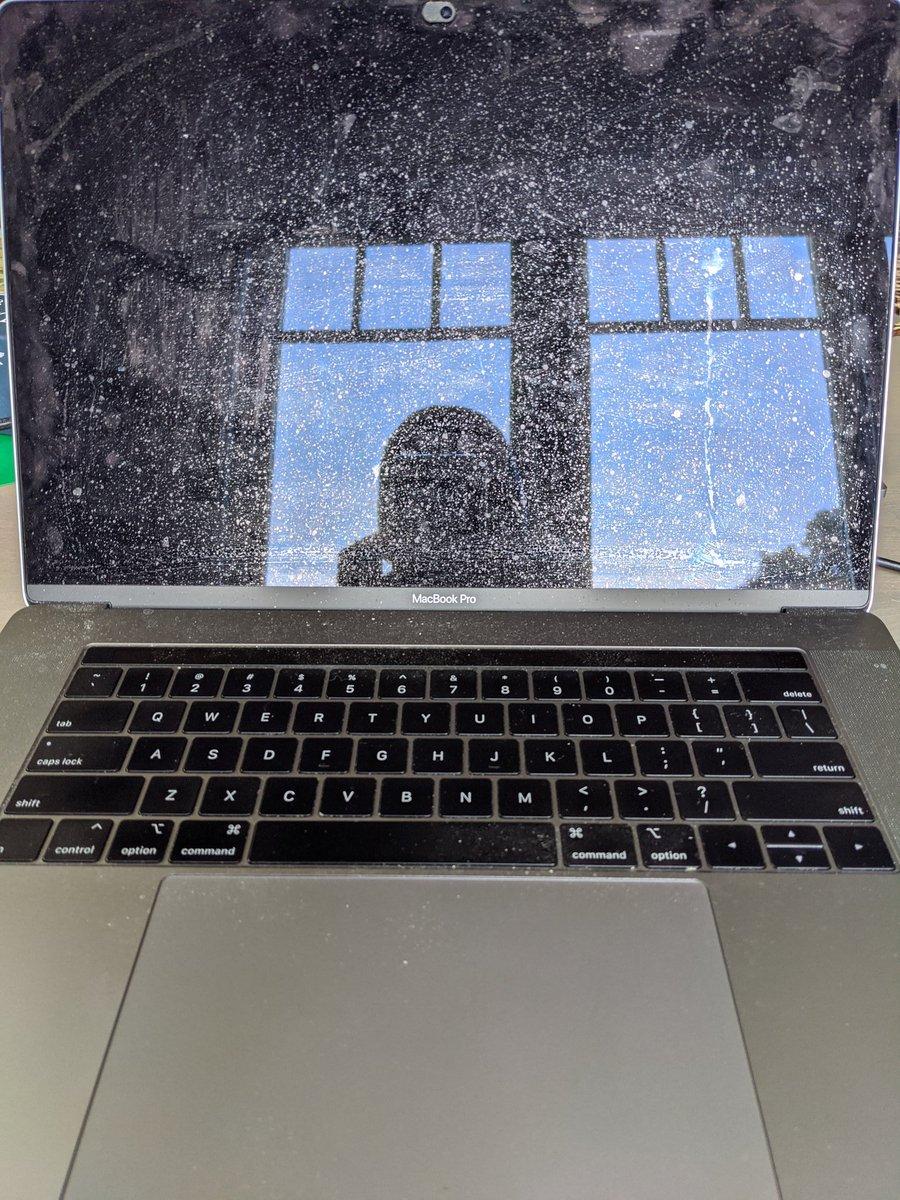 Как почистить свой ноутбук, не сломав его. Дисплей
