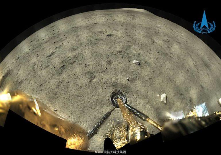 Китайский зонд «Чанъэ-5» взял образец лунного грунта