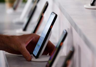Роскомнадзор представил список аудиовизуальных сервисов, одобренных для предустановки на смартфоны и умные ТВ
